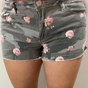 YMI Juniors size 5 floral camp mid rise shorts